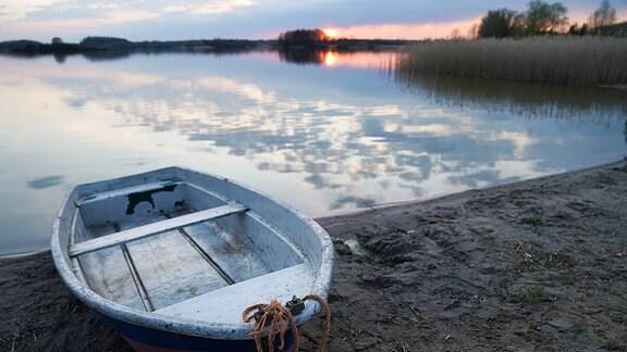 Boot bei Fürstenwerder am Wahrensee in Brandenburg