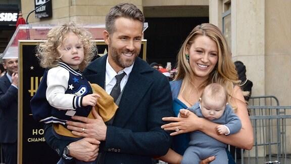 Ryan Reynolds und Blake Lively mit ihren Kindern