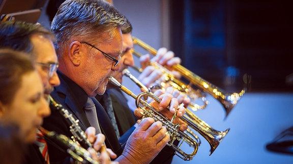 Musiker mit Blasinstrumenten