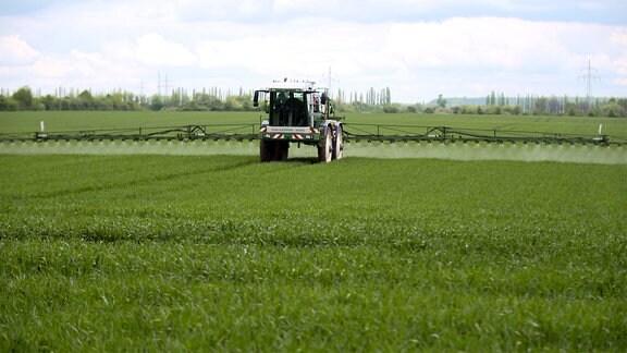 Precision Farming. GPS kontrolliert werden Saatgut, Dünger und Pflanzenschutzmittel bedarfsgerecht auf die Äcker gebracht