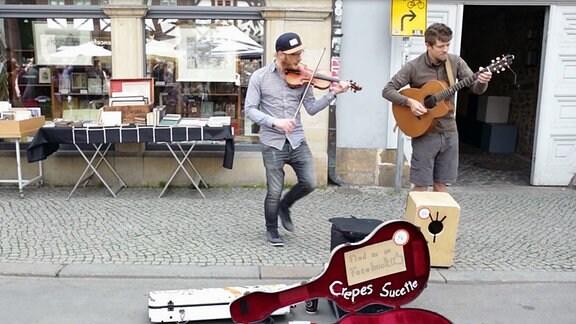 Zwei Straßenmusiker mit GEige und Gitarre