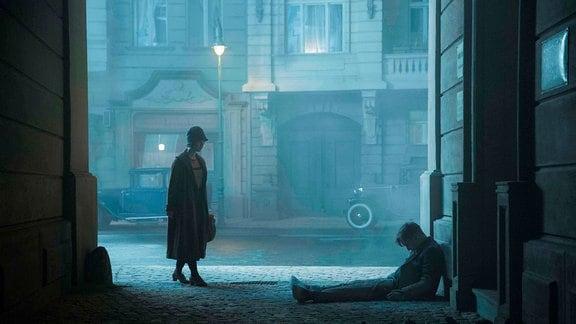 Liv Lisa Fries (Charlotte Ritter) und Volker Bruch (Geron Rath)