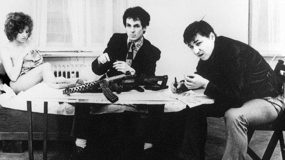 Hanna Schygulla, Ulli Lommel und Rainer Werner Fassbinder in einer Szene des Films.