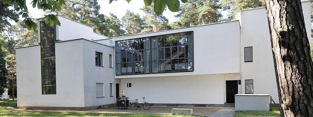 100 Jahre Bauhaus Der Architektur Mythos Vom Weißen Bauhaus Mdrde
