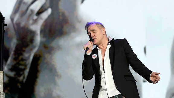 Morrissey steht bei einem Auftritt in Lissabon 2018 auf der Bühne.