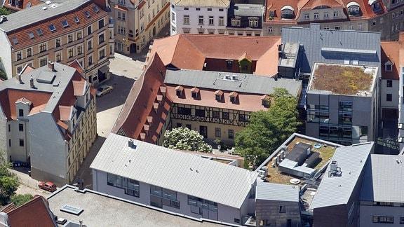 Luftaufnahme des Händelhaus-Karree in Halle Saale (Sachsen Anhalt): Alte und moderne Häuser, die ein architektonisches Karree bilden.