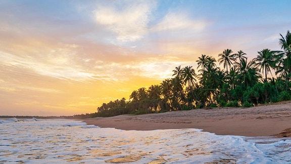 Kahandamodara Strand bei Sonnenuntergang