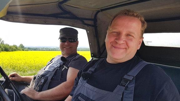 Axel Zoerner und Michael Sroka im Trabi Kübel.