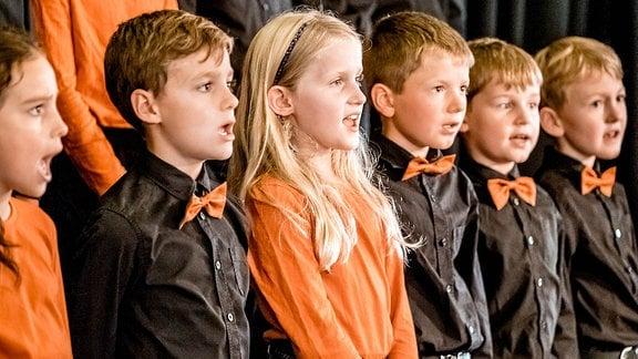 Kinder des MDR-Kinderchors singen.