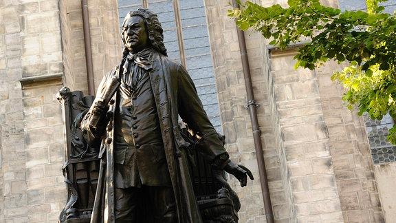 Bach-Statue vor der Thomaskirche in Leipzig
