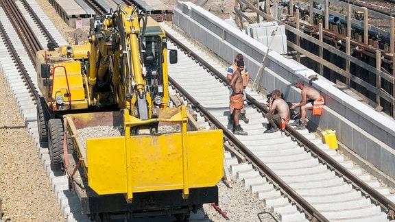 Bauarbeiten an den Fernbahngleisen.