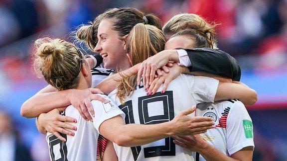 Die deutschen Spielerinnen jubeln