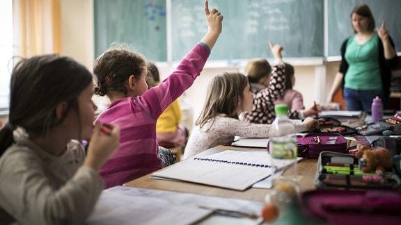 Grundschüler während des Unterrichts