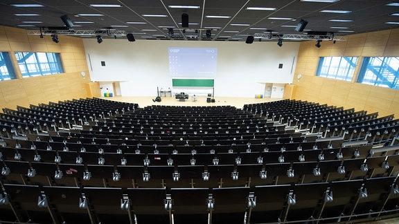 Ein leerer Hörsaal im Hörsaalzentrum der Technischen Universität Dresden.
