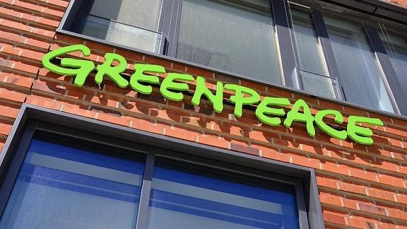 Der Schriftzug am Greenpeace-Sitz in Hamburg