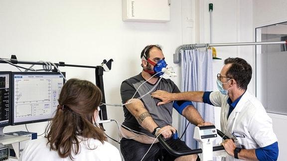 Patient bei einer Untersuchung.