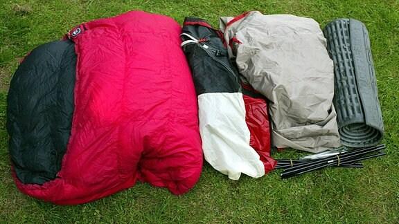 Schlafsack, Zelt und Isomatte