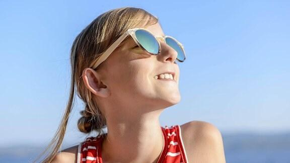 Mädchen mit Sonnenbrille