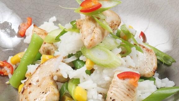 Reissalat mit Hähnchen und Mais