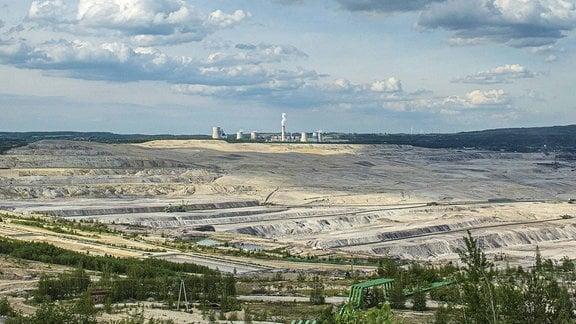 Tagebau Turow mit Kohlekraftwerk