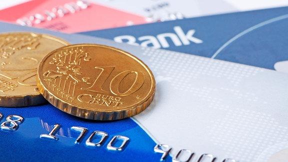 Centstücke auf Geldkarten.