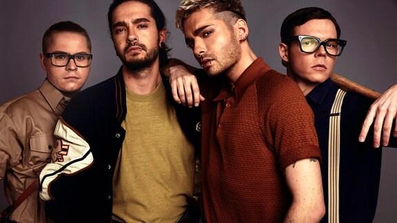 """MDR SPUTNIK: """"Friends of 2020"""" mit Tokio Hotel live aus Halle """"Friends of MDR SPUTNIK"""" geht in die vierte Runde und passend zum Jahresende heißt es dieses Mal """"Friends of 2020"""". Live in Halle/Saale dabei sein werden unter anderem die Kaulitz-Brüder und ihre Band Tokio Hotel. Mit einem exklusiven Akustik-Set präsentieren sie erstmals ihre neuen Songs – live am Mittwoch, 16. Dezember 2020, ab 20.00 Uhr bei MDR SPUTNIK im Radio sowie als Videostream im Netz."""