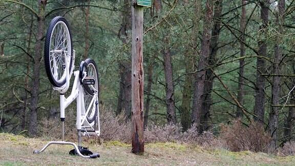 auf dem Kopf stehendes Fahrrad