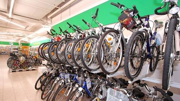 Fahrräder im Angebot eines Discounters