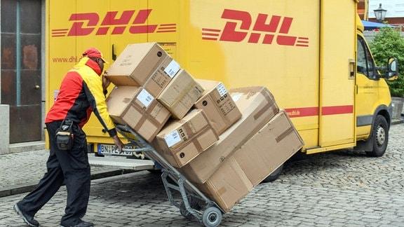 DHL Paketbote