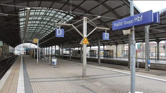 Halle Hauptbahnhof - leere Bahnsteige