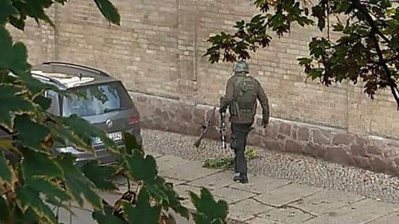 Bewaffnete Täter in Halle an der Saale