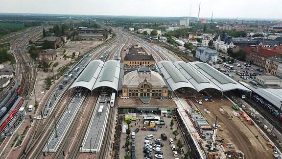 Luftbildaufnahme des Hauptbahnhofes in Halle an der Saale.