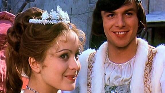 Aschenbrödel-Ausstellung im Schloss Moritzburg - Szenenbild aus dem Film: Aschenbrödel und der Prinz, strahlend lächelnd