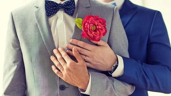 Zwei Männer bei der Hochzeit