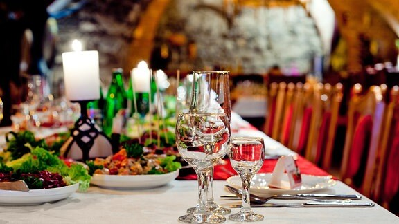 Ein festlich gedeckter Tisch