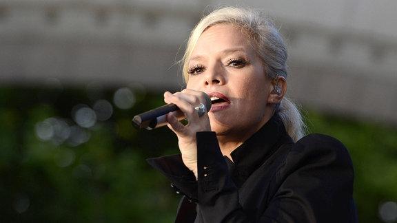 Ina Müller während eines Konzertes auf der Parkbühne.