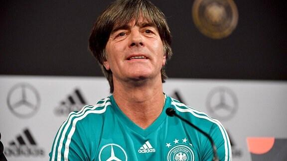 Nationaltrainer Joachim Jogi Loew bei der Pressekonferenz