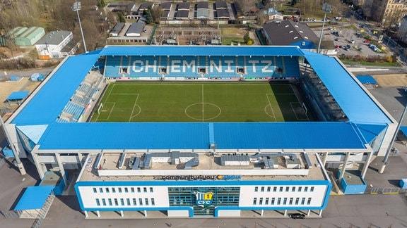 Luftbild zeigt das Stadion Community4you Arena des Chemnitzer Fußballclub