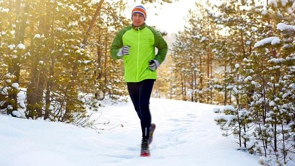 Ein Jogger im Winter