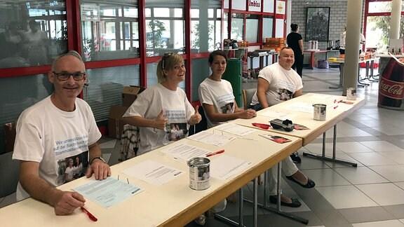 Eine Typisierungsaktion in Erfurt. Menschen können dort kostenlos ihr Blut testen lassen, um als Stammzellenspender registriert zu werden