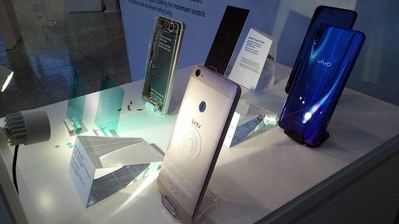 Neue, dünne und biegsame Glasdisplays für Smartphones