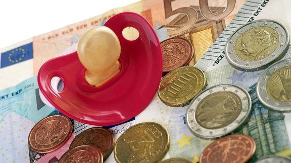Schnuller auf Geld