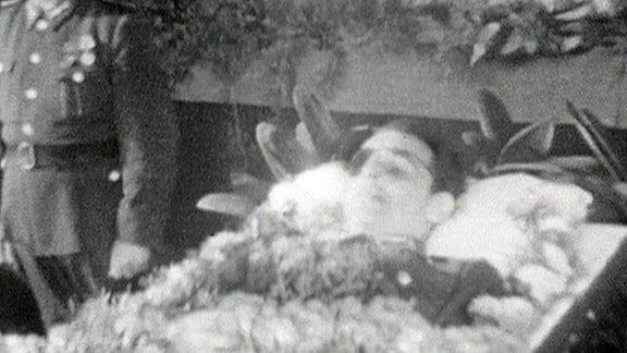 Trauerfeier für Rudi Arnstadt am 16. August 1962 im Kulturhaus Geisa