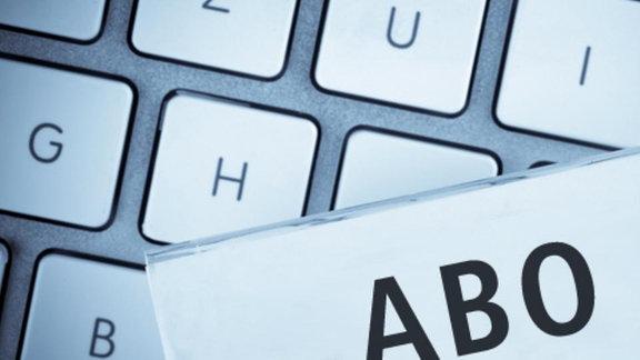 """Aktenzeichen """"Abo"""" liegt auf einer Computertastatur"""