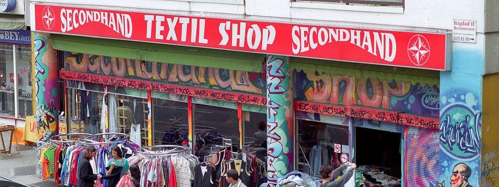 066c844f7e97c Secondhand Textil Shop am Kottbusser Tor in Berlin-Kreuzberg