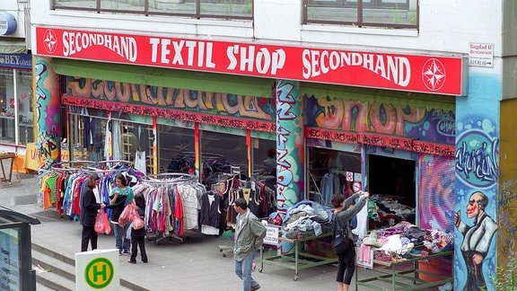 Secondhand Textil Shop am Kottbusser Tor in Berlin-Kreuzberg