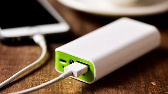 Smartphone und Powerbank