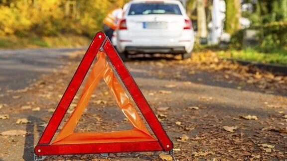 Warndreieck auf einer Straße