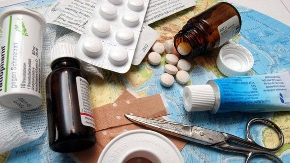 Arzneimittel auf einer Weltkarte