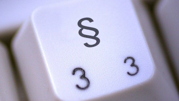 ein Paragraphenzeichen auf einer Computertastatur